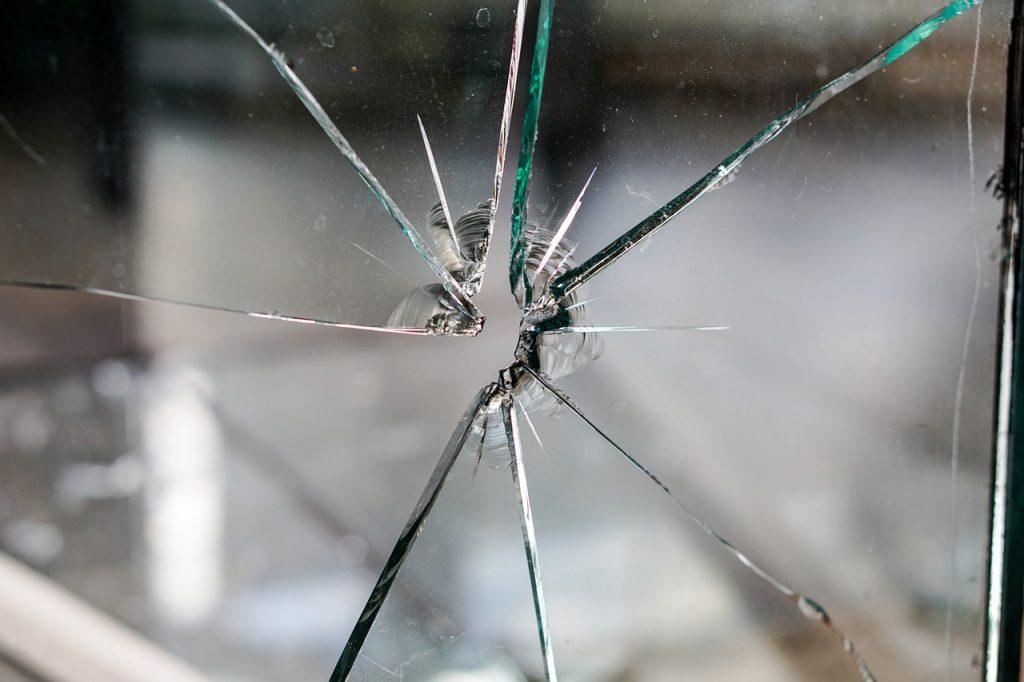 inbreker gebroken glas